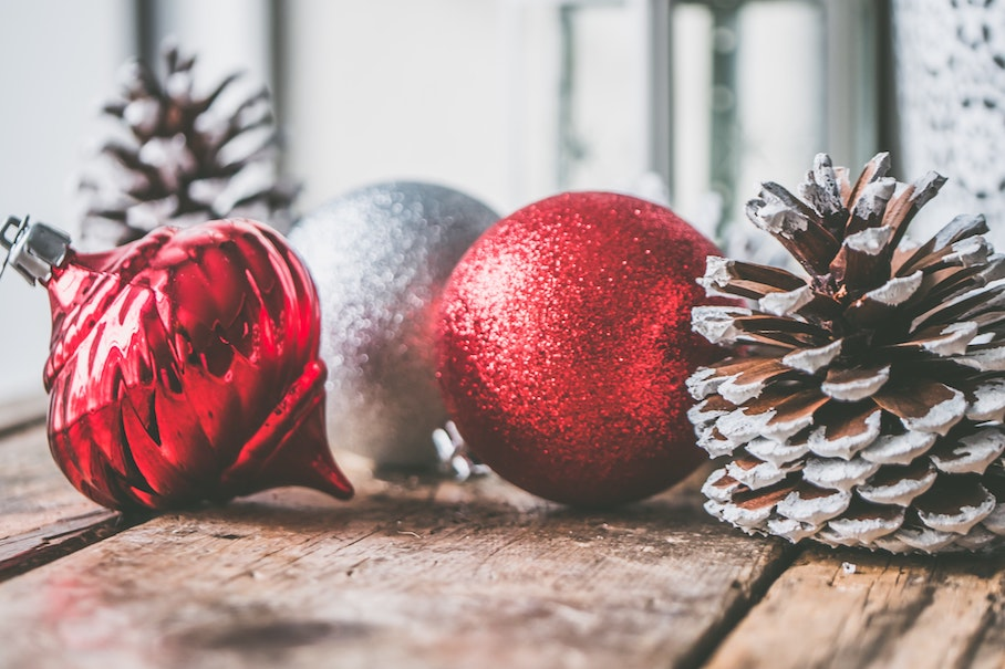 declutter your 2020 holiday decorating